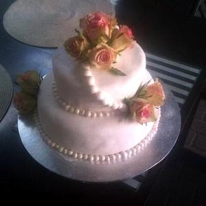 Clarens Courtyard wedding cake